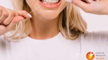 Dlaczego tak ważne jest nitkowanie zębów i czy może zaszkodzić?
